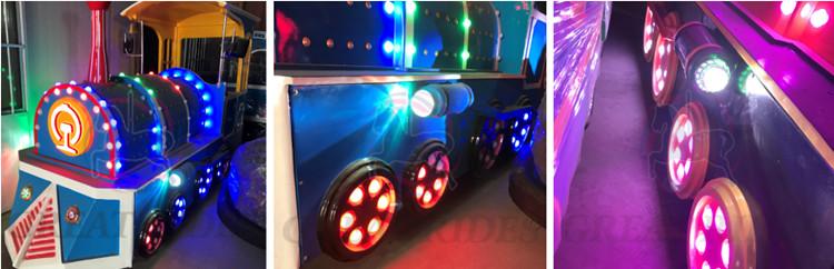 Popular atração turística parque de diversão passeios de jogo da família 1 locomotiva 4 treinadores de estrada elétrica a vapor trem trackless para venda
