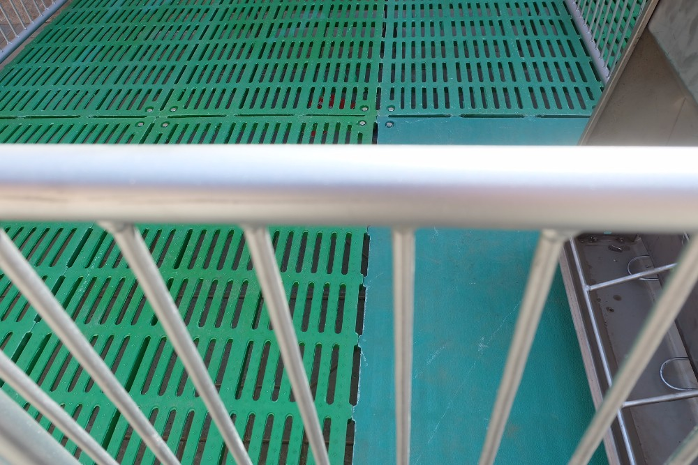 Pig equipment piglet nursery pen for pig farming equipment cage farrowing crate flooring for sale