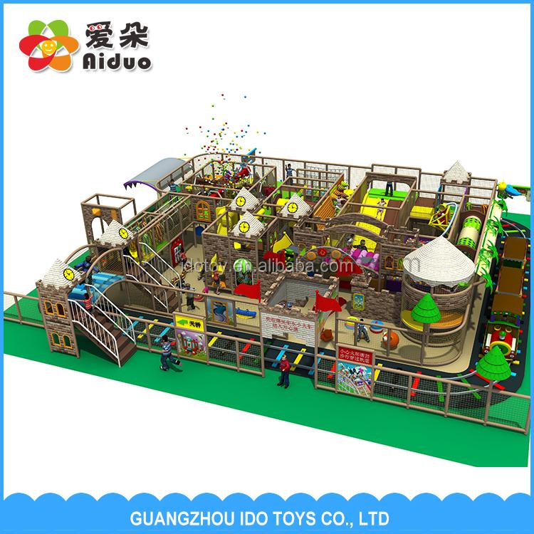 Gran patio interior con plástico niños piscina, gran patio ...