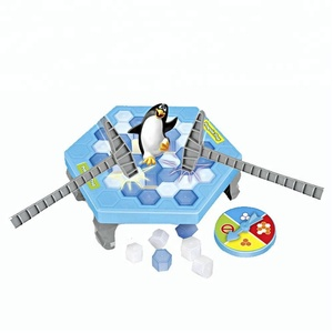 Funny family game dry ice trap small plastic penguin toy