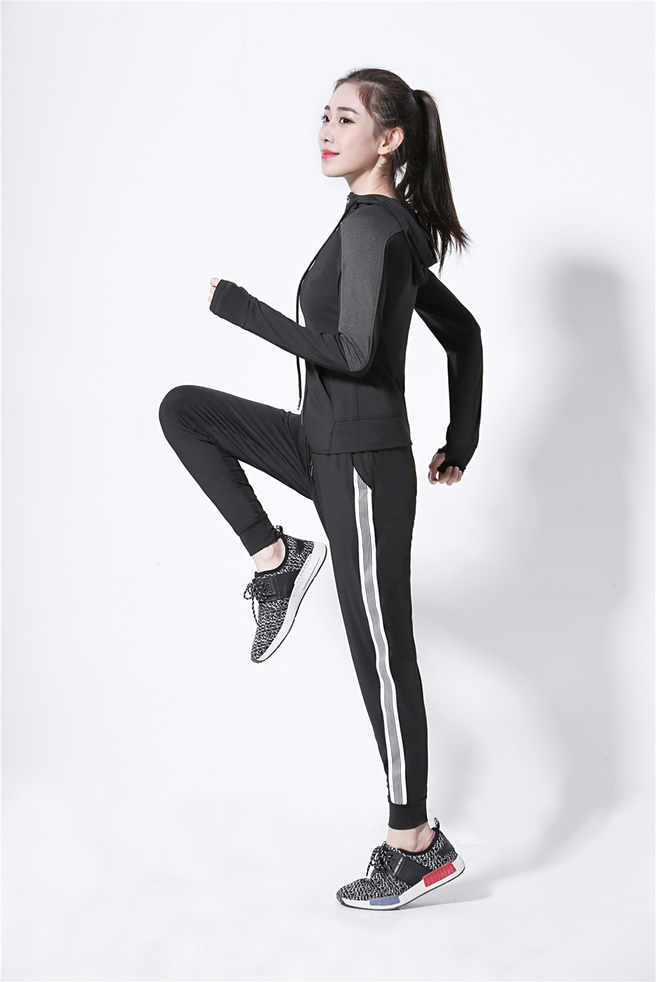 Women's Jackets 2018 New Long Sleeve Running Coat Yoga Gym Fitness Tight Tops Quick-Dry Breathable Sports Jacket Women 8