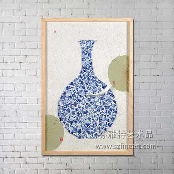 China's delicate traditional blue-and-white porcelain decoration art