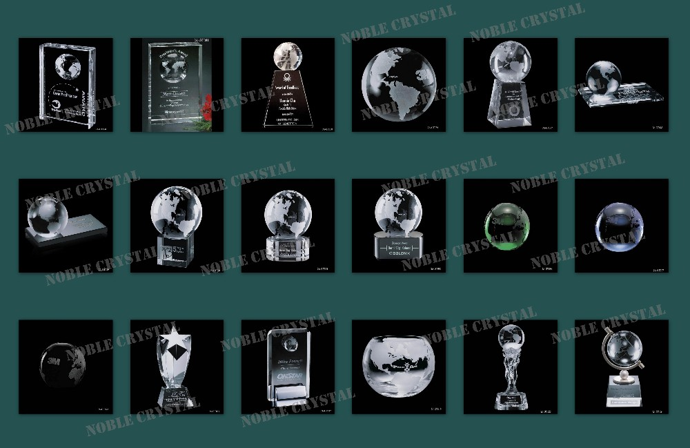 China Supplier Crystal Globe On Hand Award Trophy