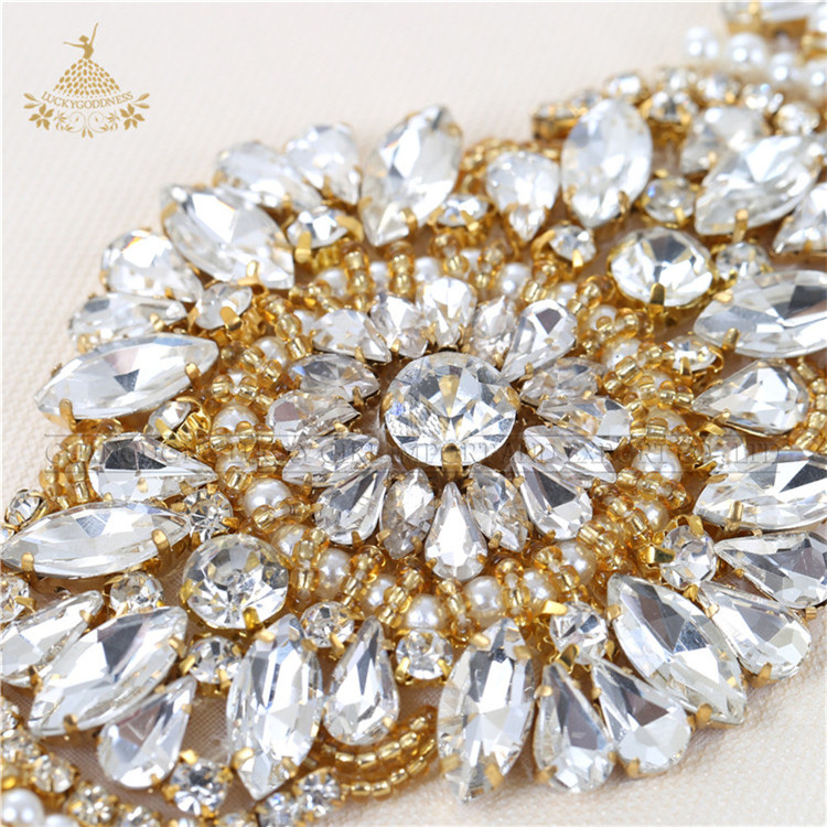 Top sale gold flower shape rhinestone applique for weeding