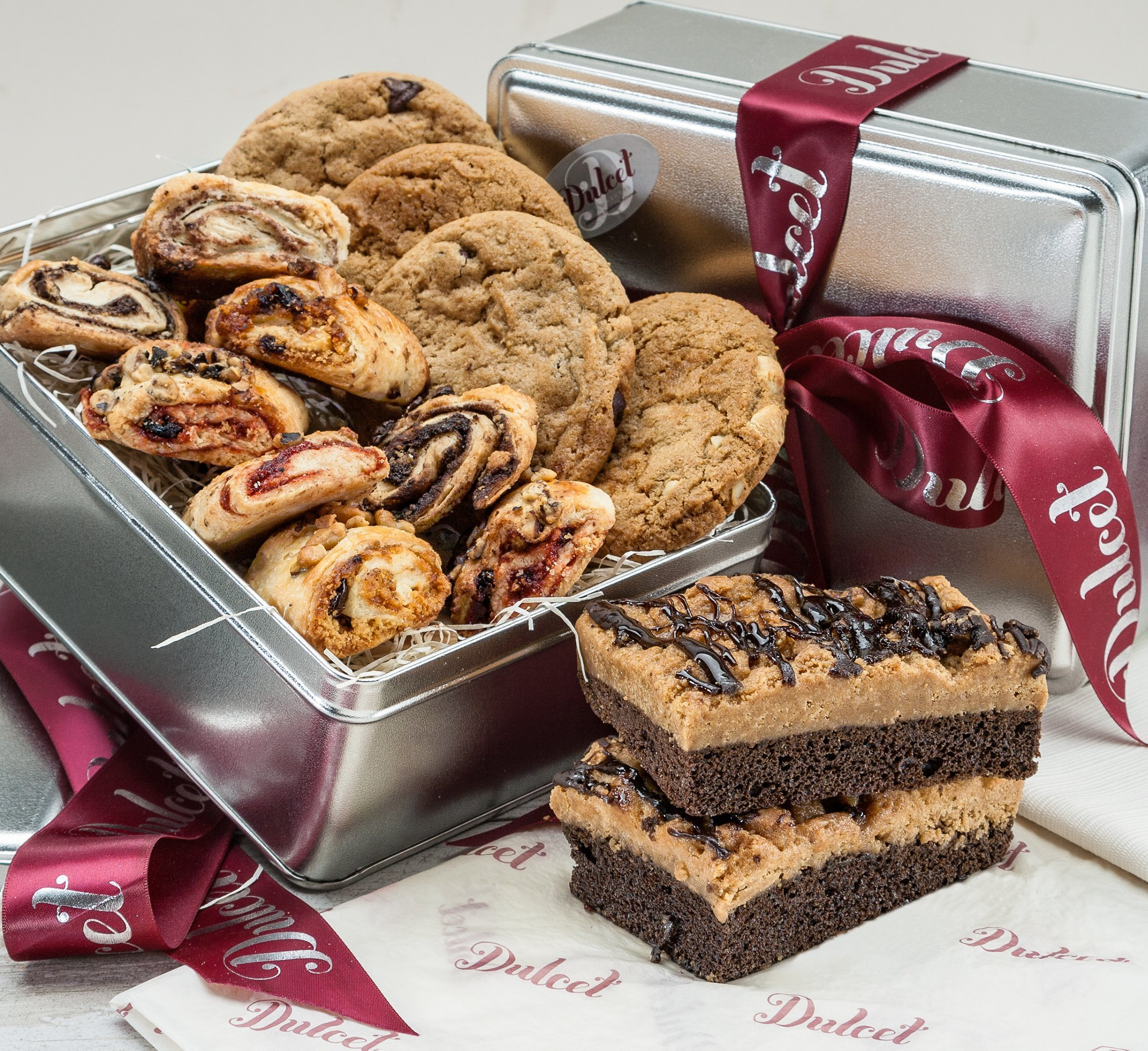 Old Fashioned Gourmet Bakery Gift Mother Day-Includes: Chocolate Chip Cookie, Macadamia Nut Cookie, Peanut Butter Cookie, Oatmeal Raisin Cookie, Rugelach, Chocolate Crumb cake. Great Gift Basket!