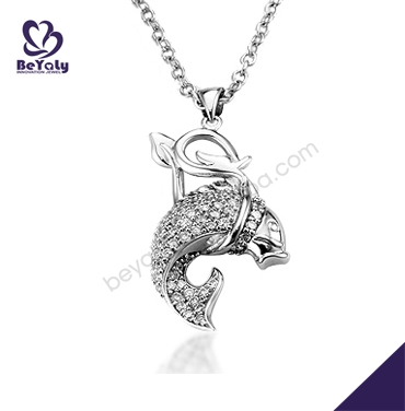 Eco-friendly smart engraved shiny silver whale tail pendant