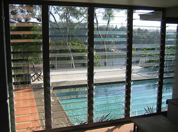Adjustable clear glass louvres