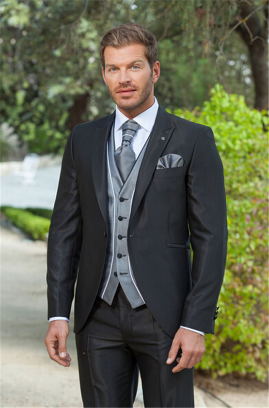 Men's Summer Suit Shirts. Now that you've decided on the suit, it's time to think about how you're going to wear it. So first of all, it's time to choose the shirt. You don't want anything too dark as this will throw off the whole concept of the light coloured suit. Go for pastels, so .