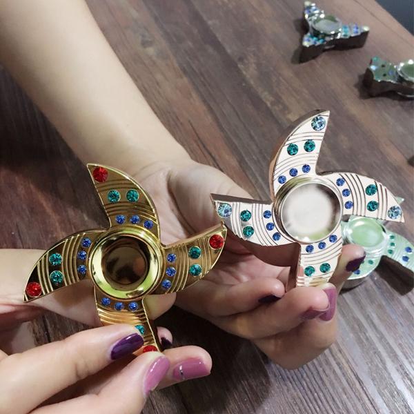 2017 tendances produit diamant main spinner fidget jouets pour adultes autres jouets loisirs. Black Bedroom Furniture Sets. Home Design Ideas