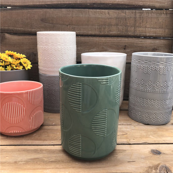 stock 2018 new design ceramic pot with embossed decoration