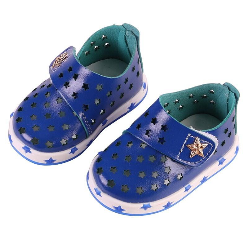 Жаркое лето мягкие сандалии для мальчиков девушки выдалбливают мягкая резиновая подошва первые ходоки дети кожаные сандалии малыш обувь для ходьбы