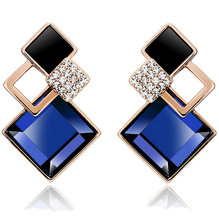 New design korean elegant charm earring fashion jewelry diamond shaped crystal stud earring  for young girls