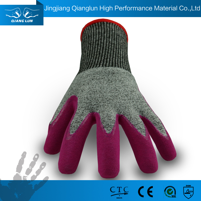 Nitrile Coated Safety Gloves Providing Oil Resistance and Grip