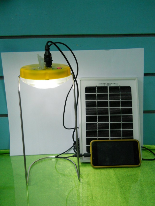 2014 High Quality solar led table light with cell phone chargers