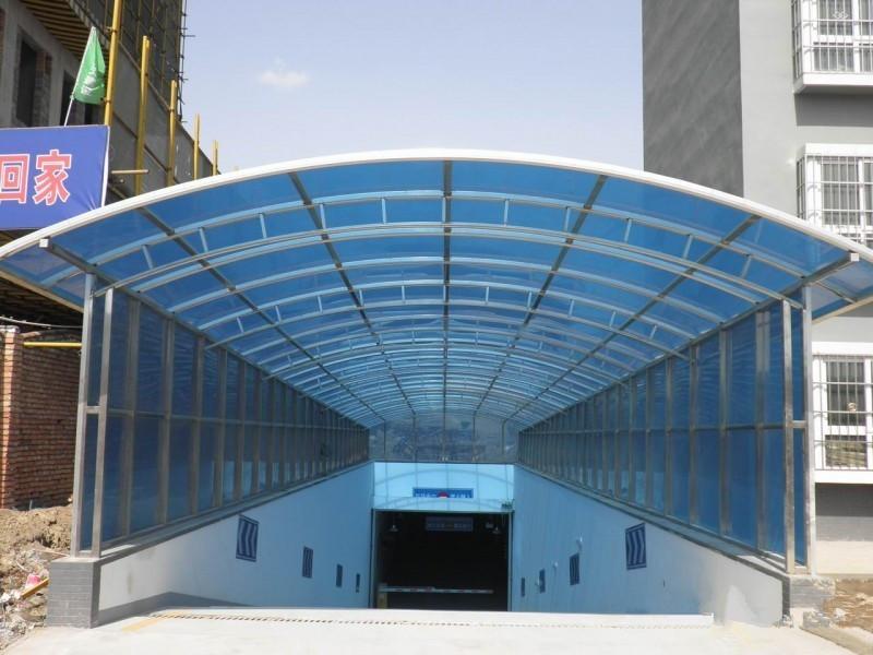 Carports garage con copertura in policarbonato portatile for Piani di appartamento garage a buon mercato