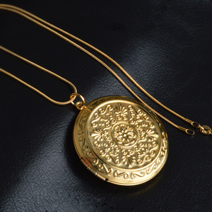Fashion Photo Box Pendant Necklace locket Women Valentine's Day Gift Plating Gold Necklace Wholesale