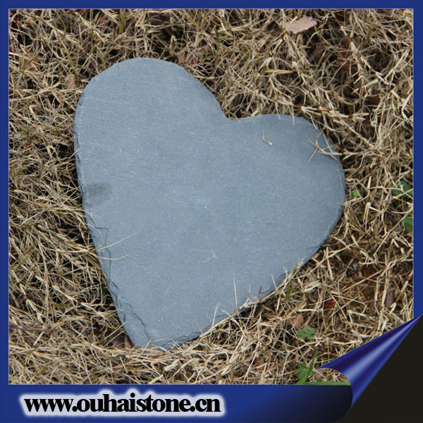 Different sizes and shapes slate stone artistic products natural heart craft