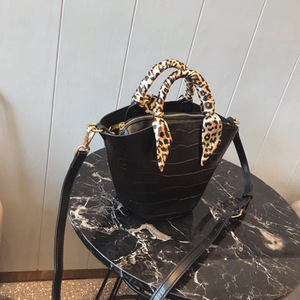 Fashion leopard bucket totes bag hand shoulder wings new slung retro totes bag hand custom