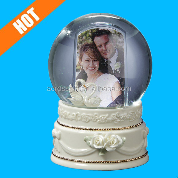 Double Swan Photo Frame Water Snow Globe