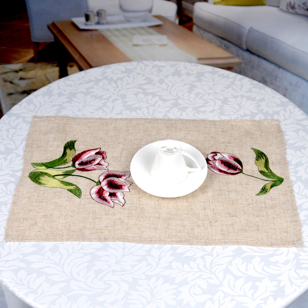 <strong>Nature</strong> embroidery burlap tray cloth