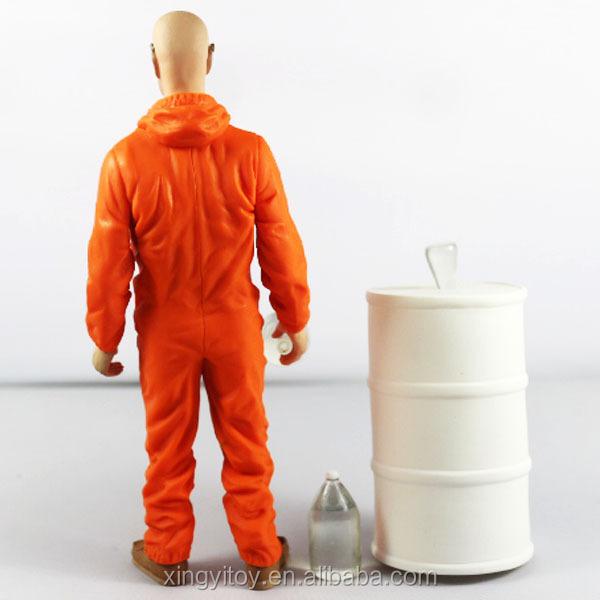 MEZCO Breaking Bad Actionfigur Walter White in Orange Hazmat Suit