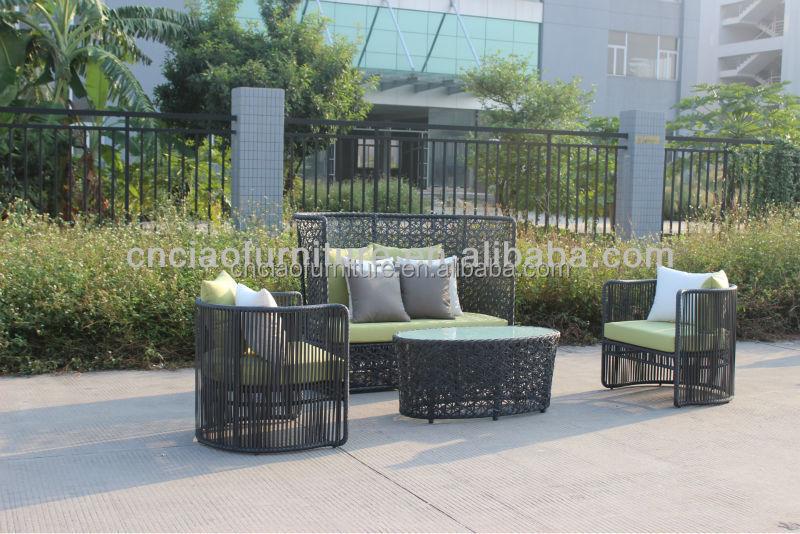 Rundtisch Stühle Metall moderner Essplatz Fliesen