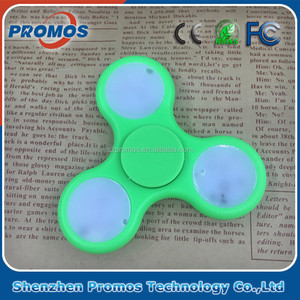 Wholesale Amazon new products led flashing finger tri-fidget spinner for child
