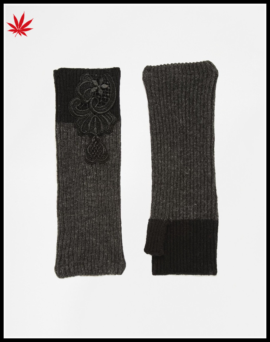 ladies wholesale knitting fingerless gloves with embroidered