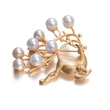 Latest Korean design animal pearl brooches sika deer shaped brooch