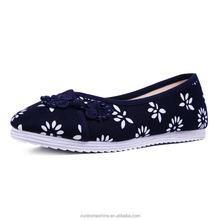 The latest fashion old Beijing Shoes Embroidered Ladies Cotton Flats strong cloth soles
