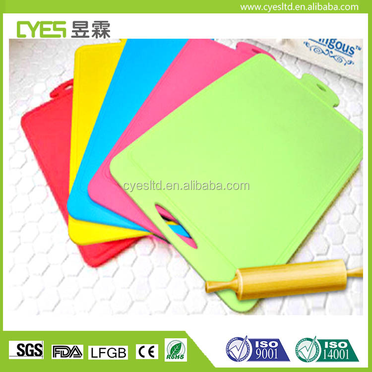 Kitchenware colorful durable vegetalbe silicone cutting board with factory price