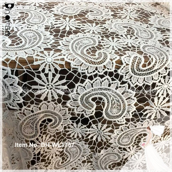 Alibaba manufacturer fashion water-soluble guipure fabric embroidery lace table cloth