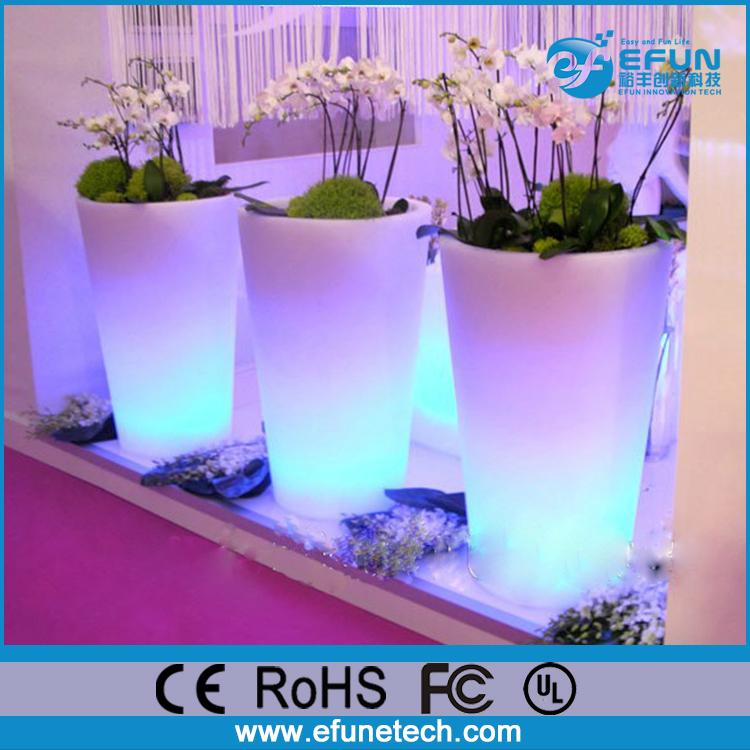 Blumenkübel Blumentopf LED Pflanzentopf 27cm Höhe 16 Farben mit Fernbedienung