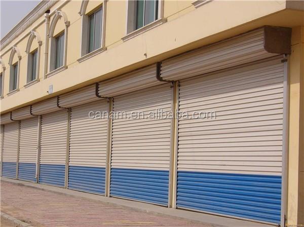 Manual or electrical control vertical roller shutter door