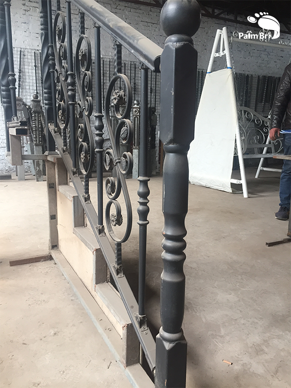 High Quality manufacture beautiful design Wrought Iron Decorative railings