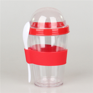 plastic breakfast cereal to go cup with spoon dome lid