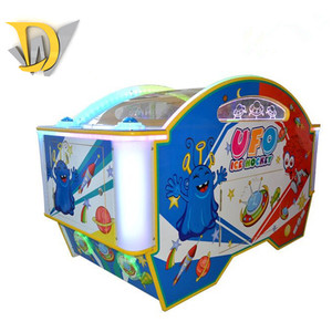 Europe most popular 2 players factory machine ice hockey commercial game