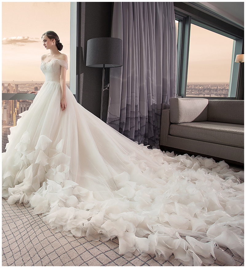 2017 Luxurious High Quality Romantic French Style Design White Ball Gown Wedding Dress