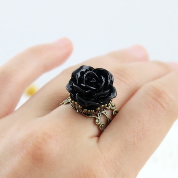Ring rose shaped