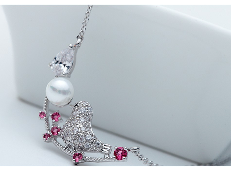LUOTEEMI 2016 Fashion Sparkling Crystal Zircon Pave Vintage Vivid Lucky Bird Statement Pendant Necklaces For Women Gift Jewelry