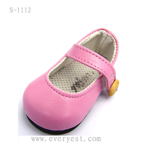 Making Baby Shoes