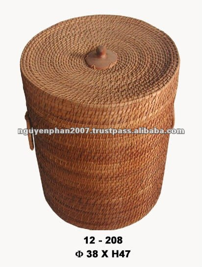 Rattan laundry basket with lid