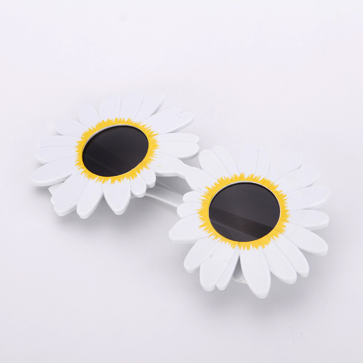 New Arrivals 2018 Party Supply Funny Novelty Round White Daisy Flower Wedding Decoration Fashionable Sunglasses for Girls