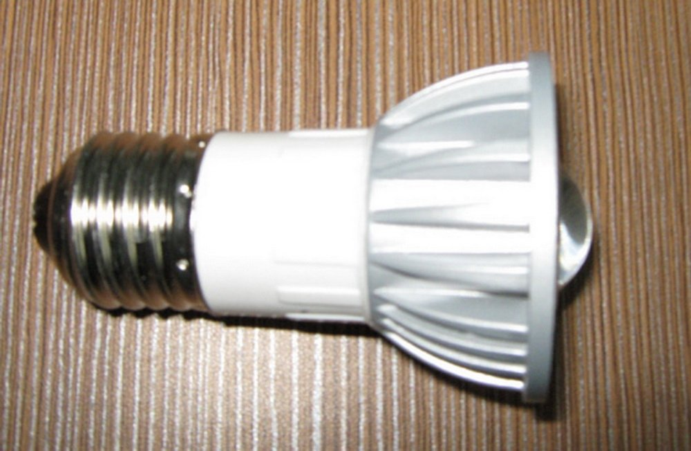 LED light E27