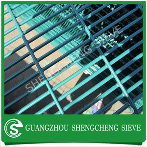 Snake welded wire mesh fence with discount/ snake fence