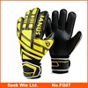 Custom Made Goalkeeper Gloves with Finger Protection Durable Non-Slip Soccer Goalie Gloves