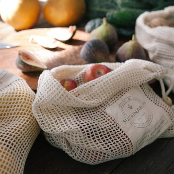 Custom Logo Cheap Reusable Mesh Cotton Produce Bags with Wood Wooden Metal Toggle Drawstring Fruits Vegetables Mesh Muslin Bag