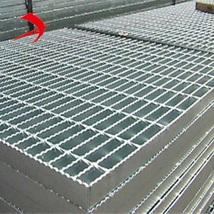 Pavement grating for outdoor sidewalk drain cover using welded steel mesh