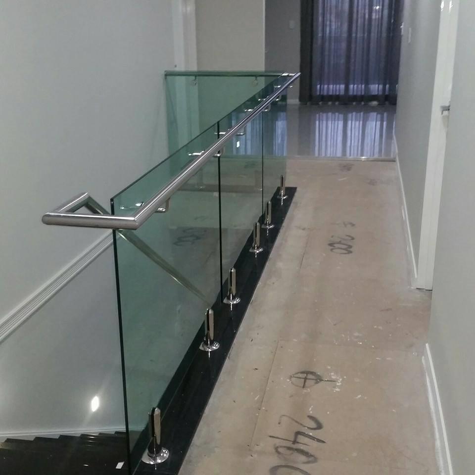 Modern stair railings interior marvellous modern for Indoor glass railing