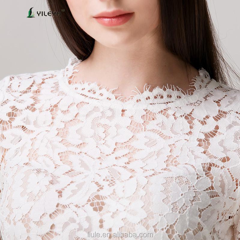 dd0b77fcc آخر الصيف أزياء بيضاء فضفاضة عارضة بلوزة الكروشيه الرباط للنساء في منتصف  العمر